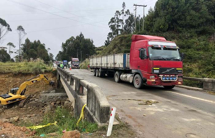 Las movilidades se encuentran transitando por el sector bajo estricto control técnico. Foto: Twitter @AdmCarreterasBo.