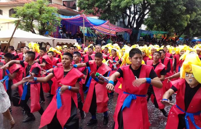 Baile, alegría y color en el 'Carnaval de Corso de Corsos'