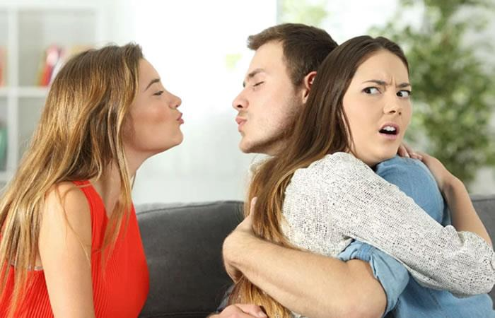 Esta oración evitará que tu pareja te sea infiel. Foto: Twitter