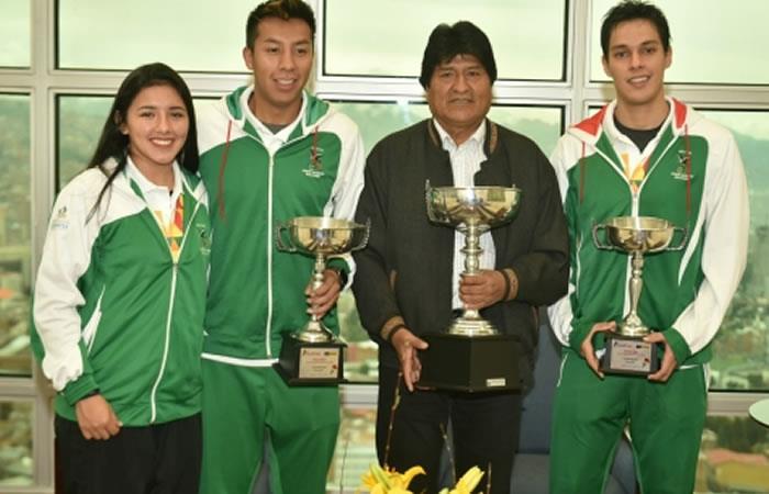 Evo Morales se reunió con los raquetbolistas bolivianos y les brinda su respaldo para futuros torneos