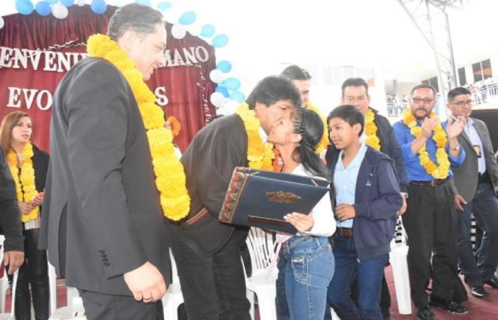 Presidente de Bolivia, Evo Morales con los niños bolivianos. Foto: ABI