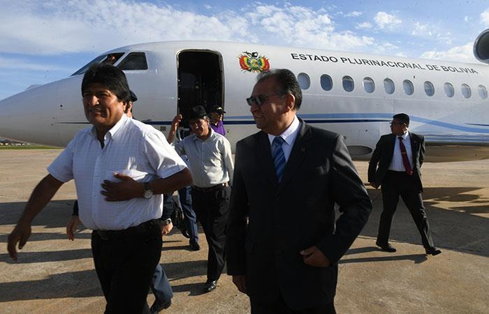 Sobre el mediodía el Presidente Morales partió rumbo a Buenos Aires. Foto: ABI