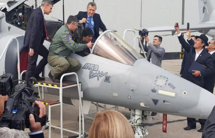 Morales visita la Brigada Aérea de Argentina para conocer la aeronave