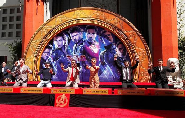 Los actores de Vengadores: Endgame dejan sus huellas en el Paseo de la Fama de Hollywood. Foto: EFE