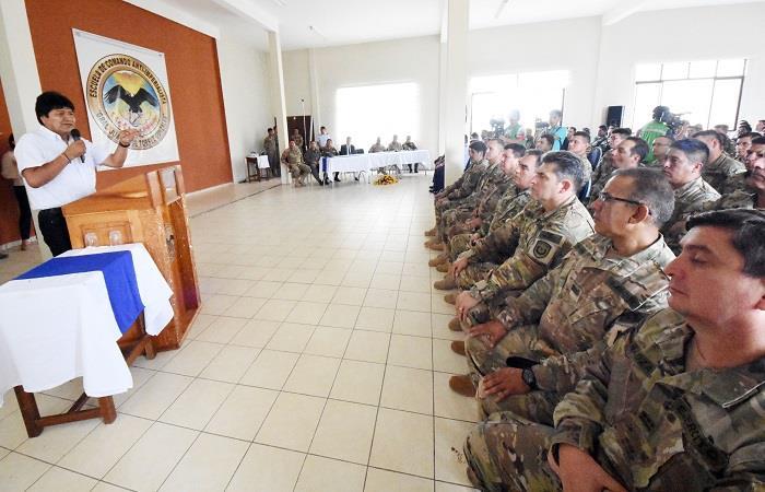 Evo Morales espera que los militares defiendan la dignidad del pueblo boliviano