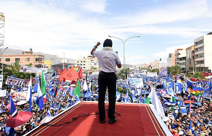 Morales aventaja a sus rivales aunque no alcanza el 50% de los votos. Foto: ABI