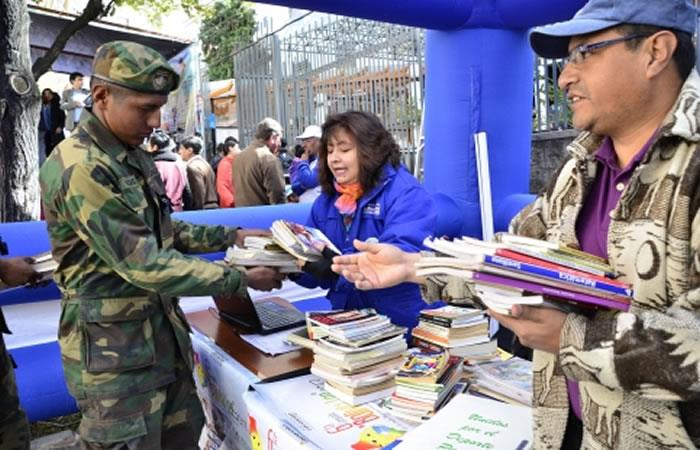 Las Fuerzas Armadas también hacen parte de la recolección de libros. Foto: ABI