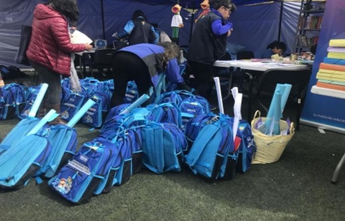Educación entrega material escolar a estudiantes afectados por el deslizamiento
