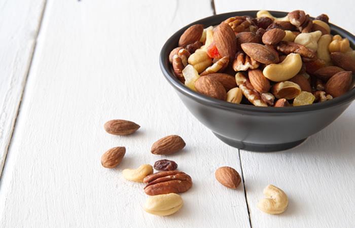 Expertos recomiendan el consumo de tres porciones por semana de frutos secos. Foto: Shutterstock