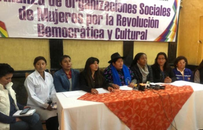Mujeres presentan propuestas para el Bicentenario de Bolivia. Foto: ABI