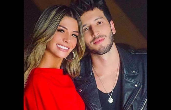 La modelo viajó a Colombia al lanzamiento de una nueva fragancia de Ésika de la que el cantante es imagen. Foto: Instagram