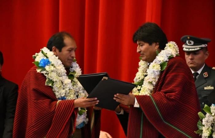 El obispo de la Iglesia Evangélica Metodista y el presidente de Bolivia, Evo Morales. Foto: ABI.