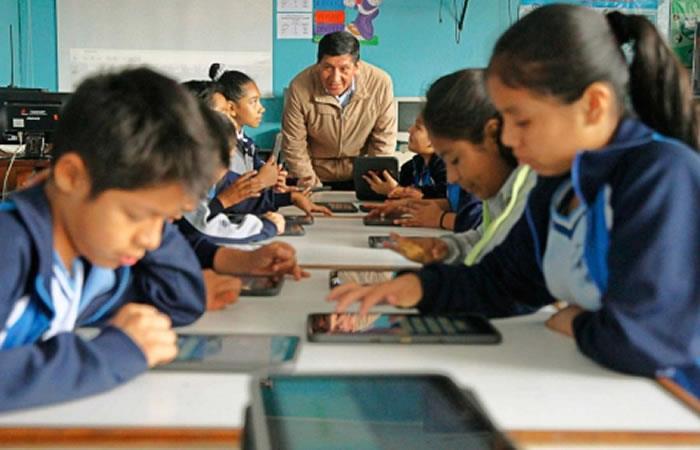 cuanto es el sueldo de un profesor en Bolivia
