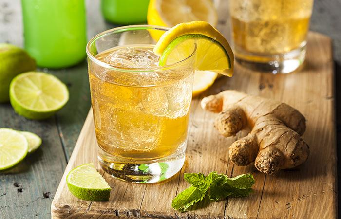 Puedes acompañar el agua de jengibre con limón. Foto: Shutterstock