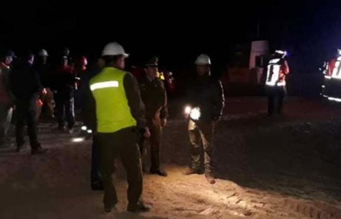 Continua la búsqueda de los tres mineros bolivianos atrapados en una mina de Chile. Foto: ABI.