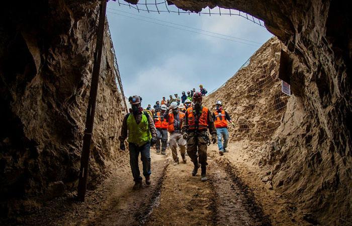 Desde la tarde del jueves los tres mineros se encontraban atrapados. Foto: EFE