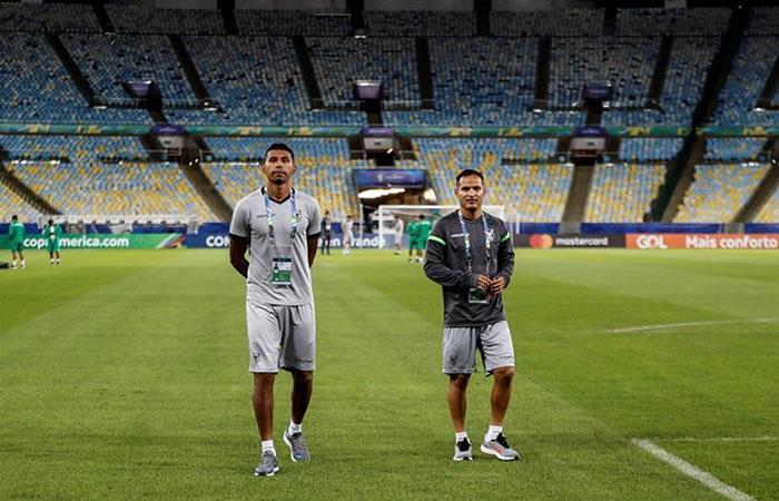 'La verde' reconociendo el campo de juego donde jugará contra Perú. Foto: EFE.