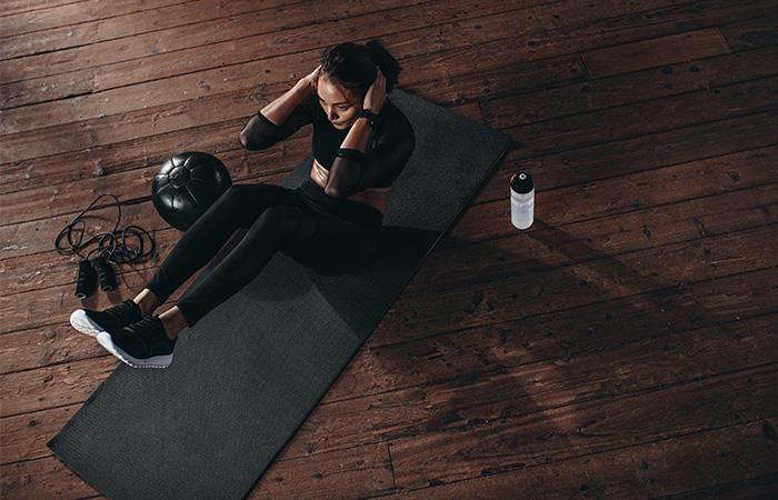 Tonifica tu abdomen sin moverte de casa. Foto: Shutterstock