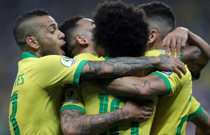 Brasil celebra su goleada ante Perú. Foto: EFE
