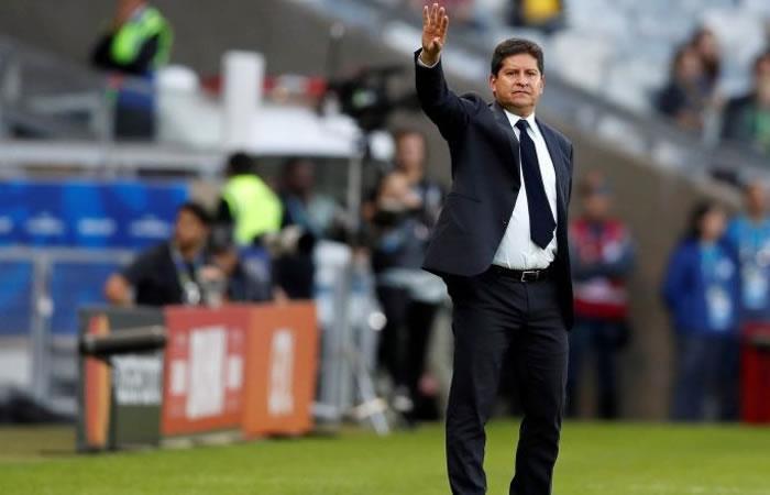 El entrenador Eduardo Villega respondió tras al eliminación boliviana. Foto: EFE.