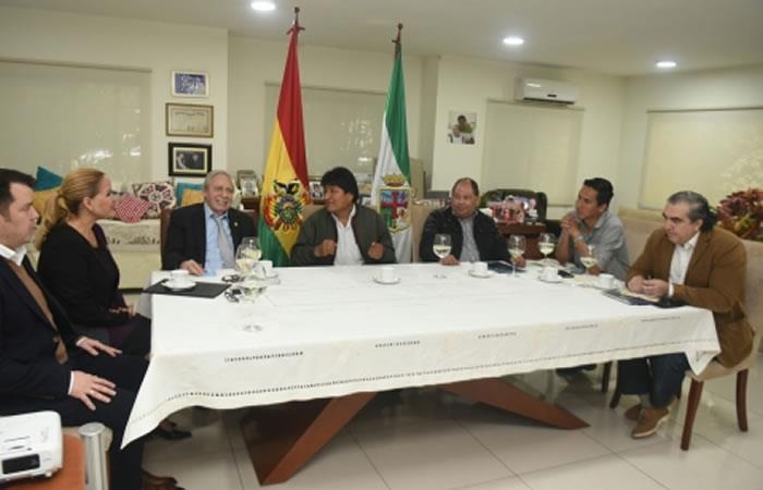 Presidente de Bolivia, Evo Morales reunido debatiendo el Plan de Desarrollo Urbano. Foto: ABI