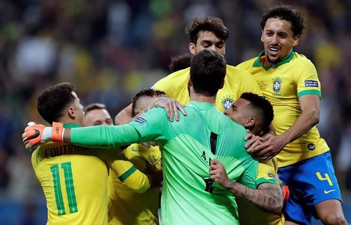 Brasil festeja su triunfo por penales. Foto: EFE.