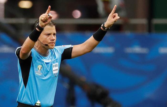 El árbitro Víctor Hugo Carrillo en la Copa América. Foto: EFE