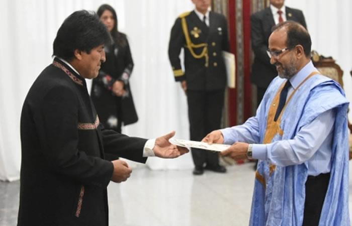 Presidente de Bolivia, Evo Morales, recibiendo las cartas credenciales. Foto: ABI.