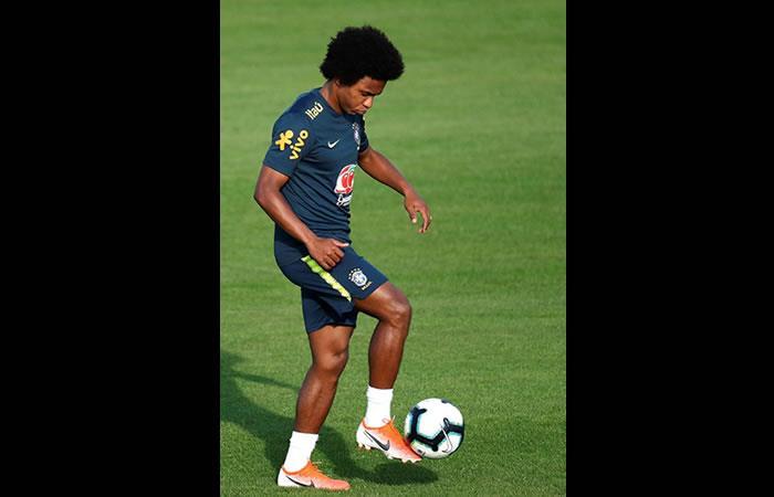 El jugador de la selección de Brasil Willian participó en un entrenamiento en el club Gremio, en Porto Alegre (Brasil). Foto: EFE.