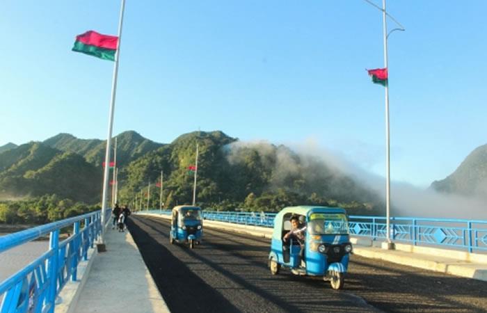 Moderno puente entre La Paz y Beni. Foto: ABI