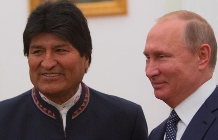 Evo Morales y Vladimir Putín, tras una reunión el pasado 11 de julio. Foto: ABI