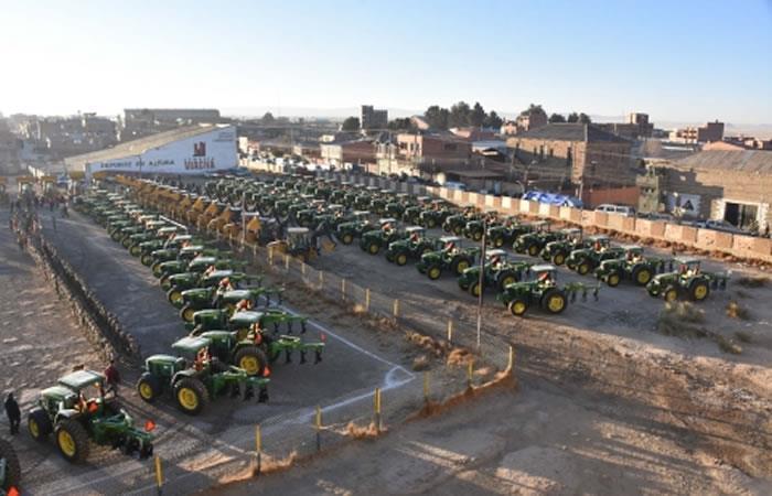 Presidente de Bolivia, Evo Morales entregó equipos de mecanización agrícola. Foto: ABI.