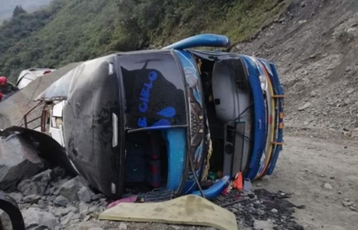 Un bus se despeña en la carretera Cochabamba - Oruro. Foto: ABI.