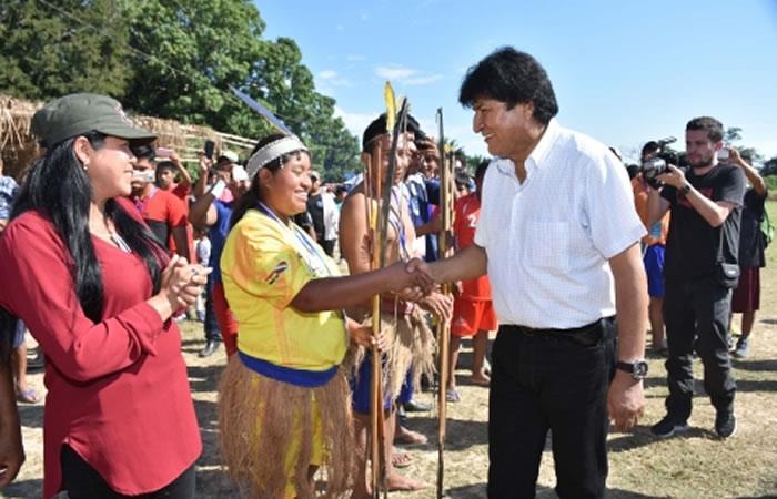 Presidente de Bolivia, Evo Morales junto con la comunidad indígena en acto público. Foto: ABI.