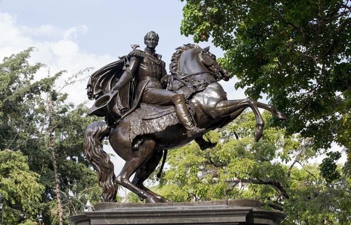 Celebración aniversario natalicio de Simón Bolívar. Foto: ShutterStock.