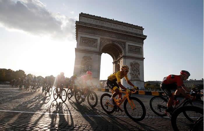París se descubre ante Egan Bernal, nuevo héroe del ciclismo latinoamericano