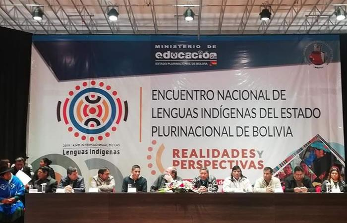 El Ministro de Educación, Roberto Aguilar, inaugura el Encuentro  Nacional de Lenguas Indígenas del Estado Plurinacional de Bolivia. Foto: Twitter @minedubol