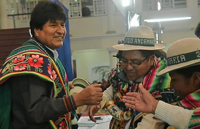 El presidente de Bolivia, Evo Morales junto con los pueblos indígenas. Foto: ABI.