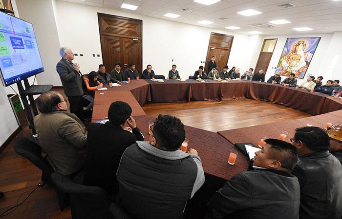 Gobierno y organizaciones conformarán comisión técnica para analizar plan de industrialización del litio en Potosí