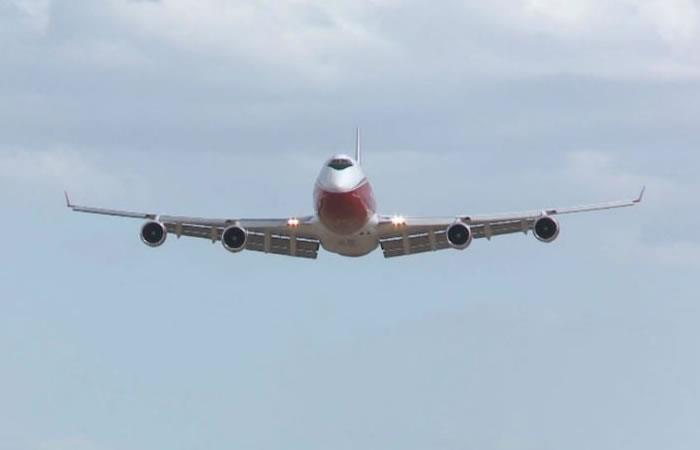 Llegó a Santa Cruz el avión estadounidense 'Supertanker'. Foto: Twitter.