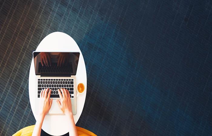 Estos trucos son ideales si necesitas estar conectado a WhatsApp y al mismo tiempo ser productivo en el trabajo. Foto: Shutterstock