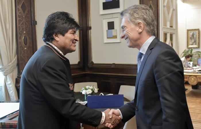 Eve Morales, presidente de Bolivia, con su homólogo argentino, Mauricio Macri. Foto: ABI