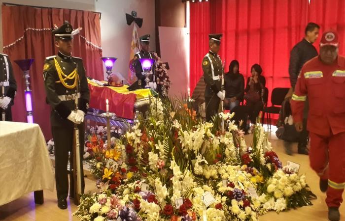Actos fúnebres del bombero Lucio Emilio Mamani Callisaya. Foto: Twitter