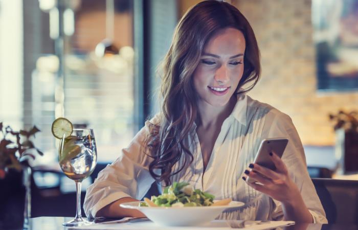 ¿Qué tan buena postura tienes para usar tus dispositivos? Foto: Shutterstock.
