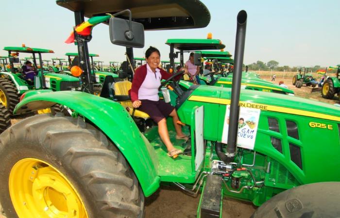 También se entregaron 90 tractores y otros implementos agrícolas. Foto: Twitter