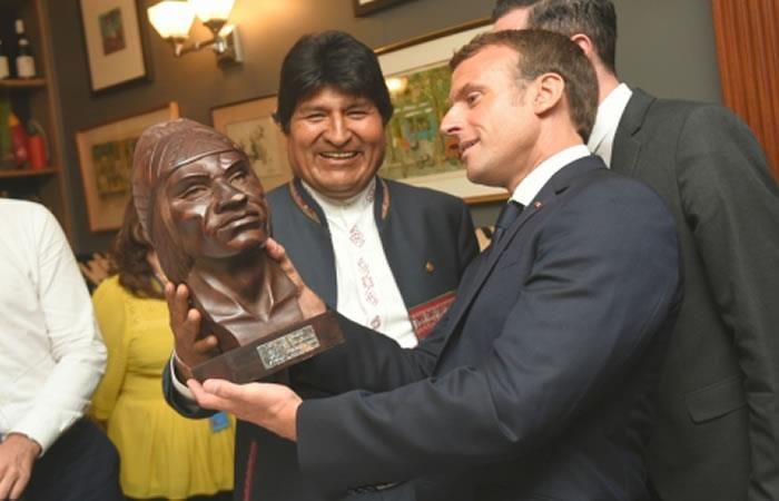 Presidente de Bolivia, Evo Morales junto al mandatario de Francia, Emmanuel Macron. Foto: ABI.