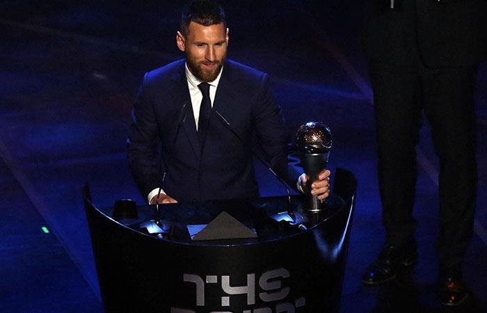 Lionel Messi recibe el premio FIFA