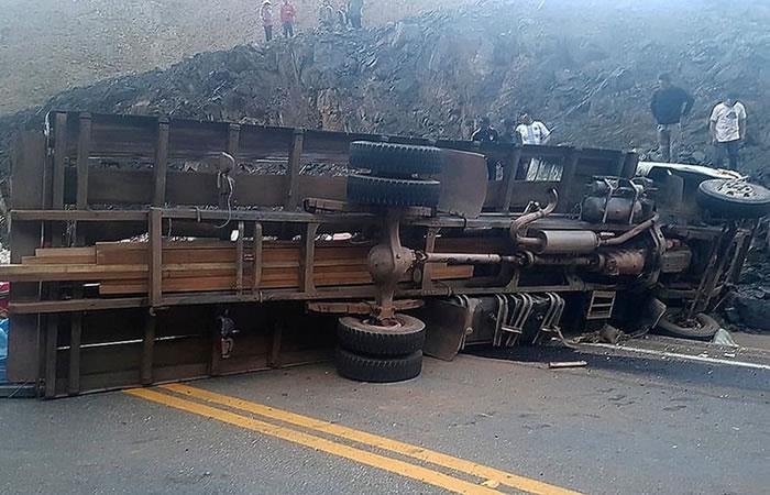 Camión volcado dejó 18 muertos y 17 heridos en Bolivia. Foto: Facebook ATB Potosí.