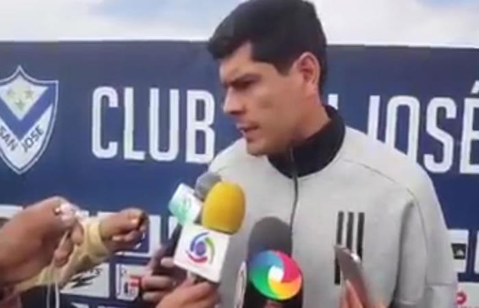 Carlos Lampe entró en paro porque aún no le pagan su sueldo. Foto: Twitter @Boliviaesfutbol