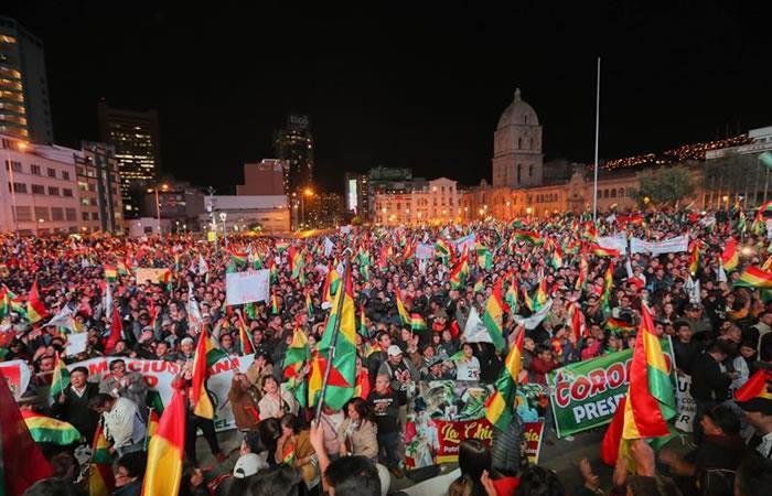 Miles de bolivianos se manifiestan contra el presidente país, Evo Morales, para pedir que sea procesado. Foto: EFE.